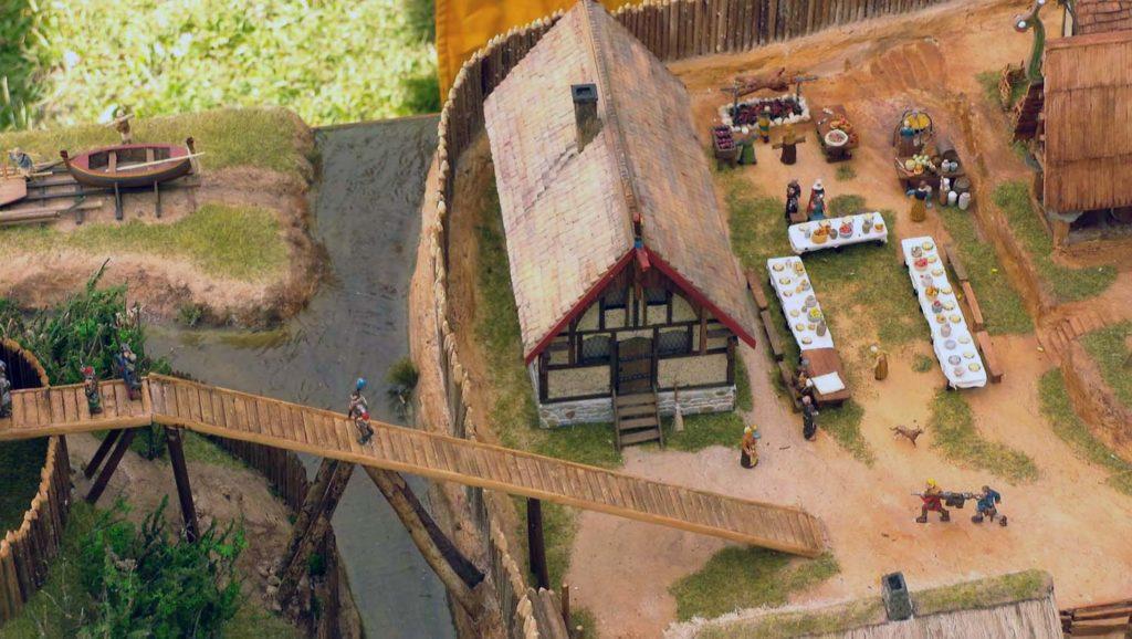 Détail du pont de bois reliant la motte castrale à sa basse-cour au 1/72.