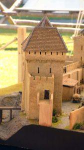 Maquette château médiéval de Bayeux au 1/72 tours et remparts.