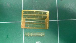 Comparaison des grilles Voyager Model en photodécoupe (option 1) ou par assemblage intégral (option 2).