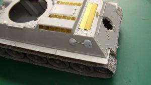 Rebouchage des trous de fixation présents sur la caisse du T34/85 Dragon.