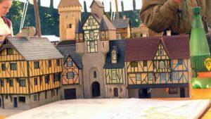 Maquette d'une ville médiévale au 1/72 avec porte principale et maisons bourgeoises.