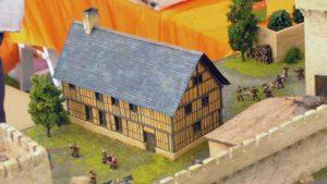 Maquette château médiéval de Bayeux au 1/72. Détail habitations de la basse-cour.