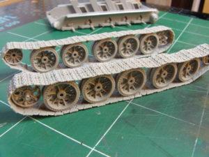 Train de roulement T34/85 et sa chenille.