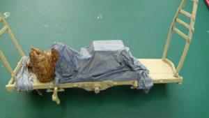 Peinture d'une bâche au 1/35 à l'aide de peintures acrylique à base aqueuse de type Valeo Prince August.