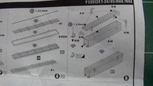 Etape R de la notice Voyager Model. Mise en place d'un coffre latéral.