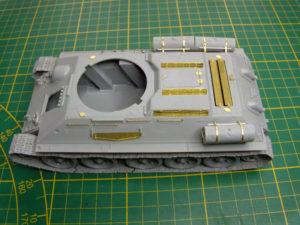 Mise en place de la scie du lot de bord du T34/85.