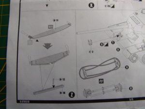 Etape Z de la notice Voyager Model, décrivant la mise en place de la scie du lot de bord. Attention de bien récupérer les poignées en plastique de la pièce Dragon d'origine!